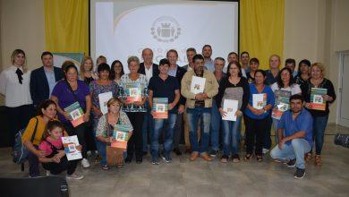 Photo of Fwd: IMPORTANTE | 15 familias ya cuentan con las escrituras de sus viviendas